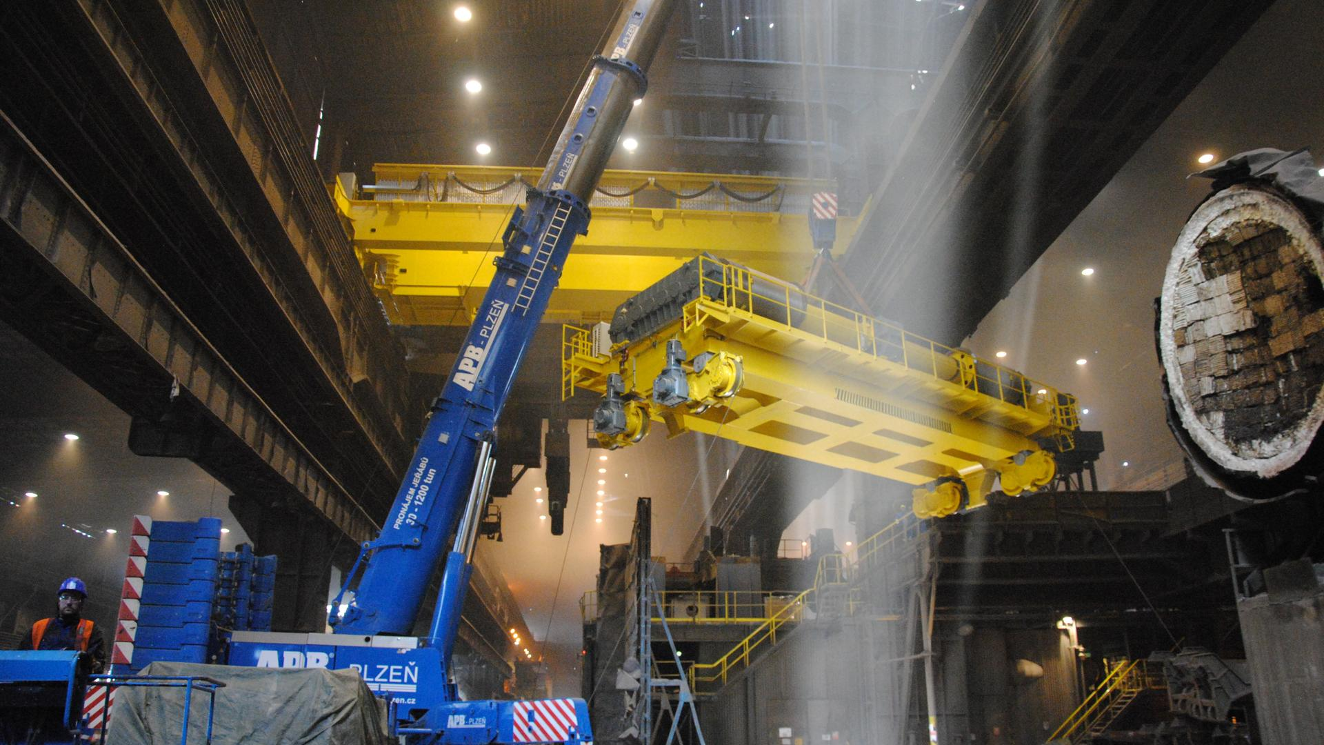 Cranes and lifting mechanisms